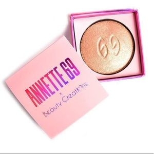 Annette 69 Highlighter The perfect highlighter